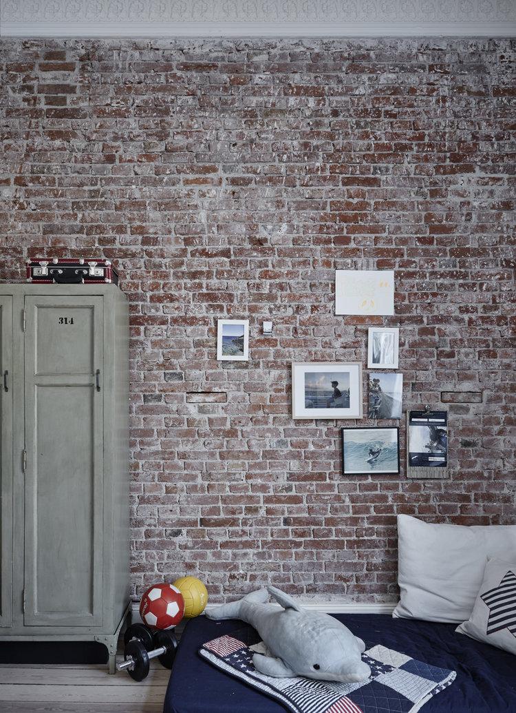 Cooles+Kinderzimmer,+Jungen+Zimmer,+Backsteinwand+im+Kinderzimmer,+Spind.jpg