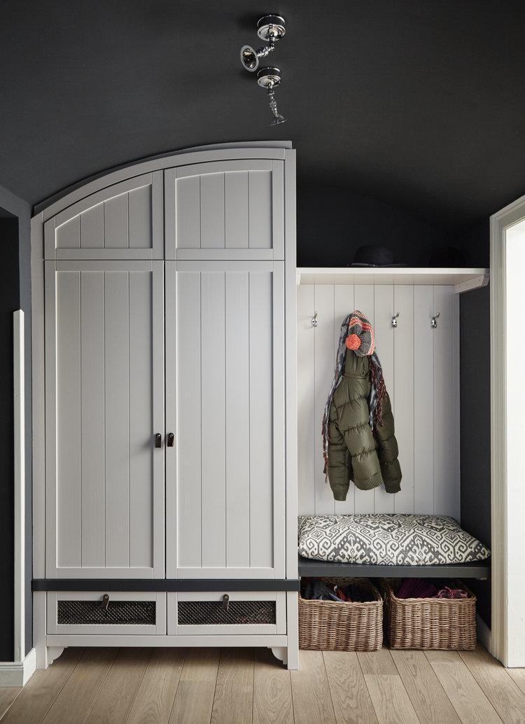 Garderobe,+schwarze+Wand,+dunkle+Wand.jpg
