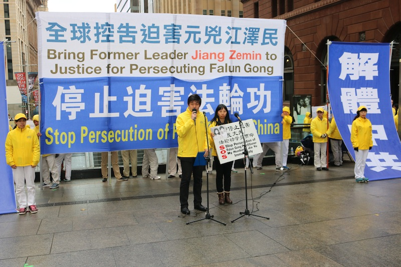 Eric Jia speaks for the first time at a public forum with the support of his mother Li Liu, in Martin Place, Sydney, Australia on July 20, 2015. (Melanie Sun/Epoch Times)