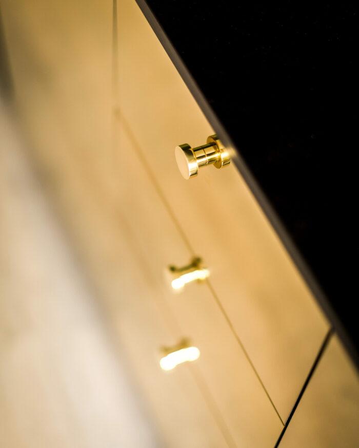 Guldkant-detalj-700x875.jpg