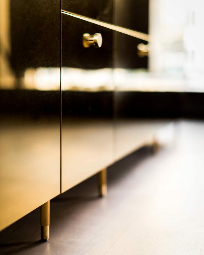 Guldkant-Ikea-kok-ben-700x875.jpg