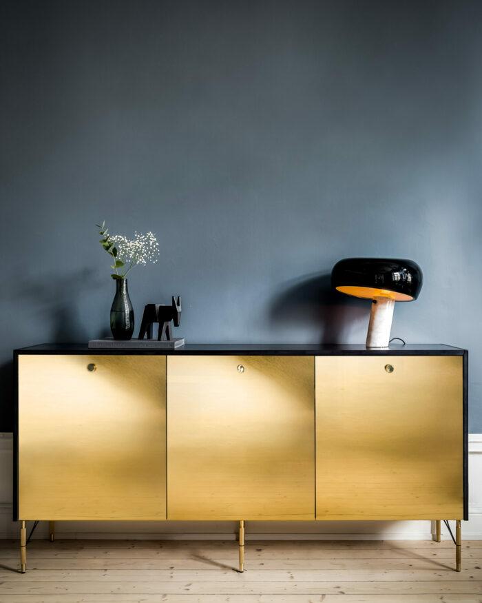Guldkant-sideboard-besta-Ikea-pickyliving-Triss-700x875.jpg