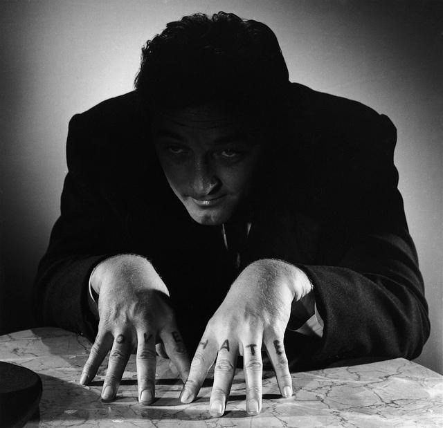 """Robert Mitchum in """"The Night of the Hunter"""""""