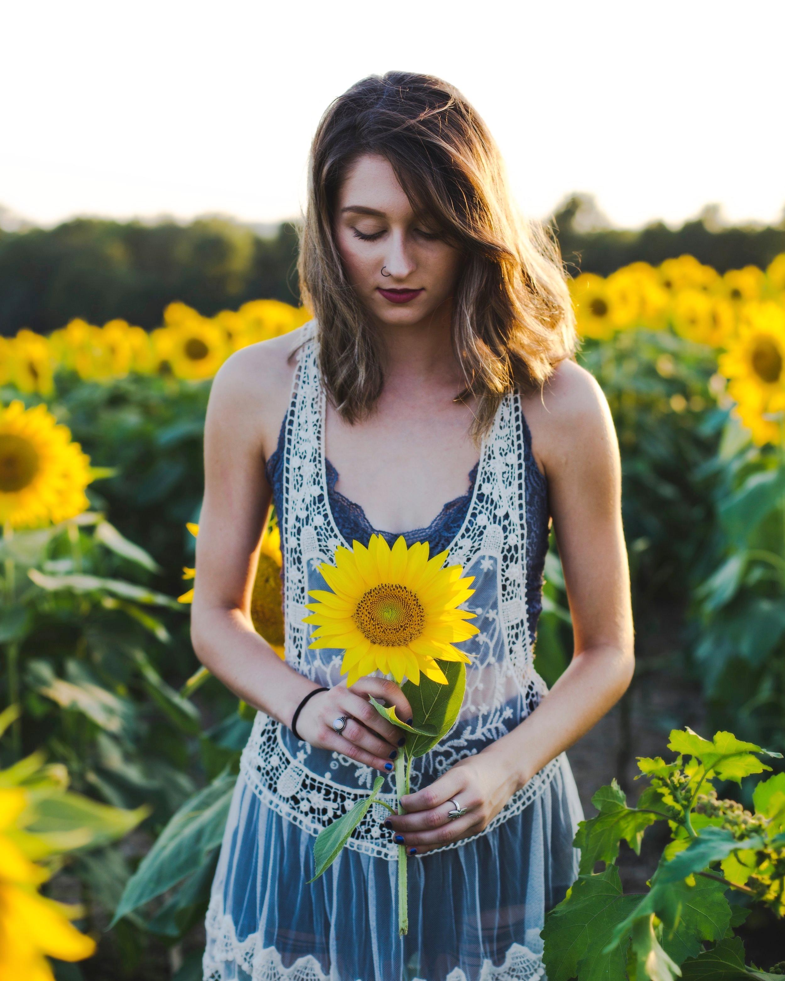 Sunflower_girl.jpg