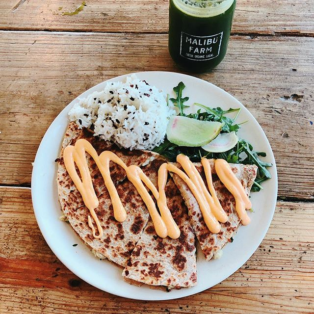 Malibu Farm // Chicken Quesadilla, Arugula Salad 🥗, and rice 🍚 washed down with an Apple 🍏 Kale Juice