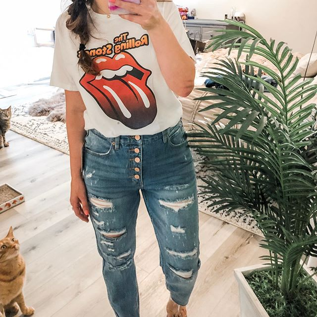 👁 spy 2 🐱 . Love a good pair of ripped denim! And I can't get enough of this band tee. Outfit details + my rug linked in my bio and the LIKEtoKNOW.it app (search everydayellablog) http://liketk.it/2BY2K
