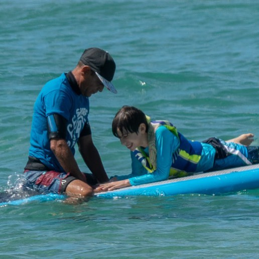 Please meet Dr. Giovanni Martinez, a clinical psychologist in Puerto Rico, and his team at Surf 4 Dem @surf4dem helping children with Autism with surf and other therapies. Truly amazing!  #autism #surf4dem #puertorico #isabellapr #autismtreatment #autismawarness #surf