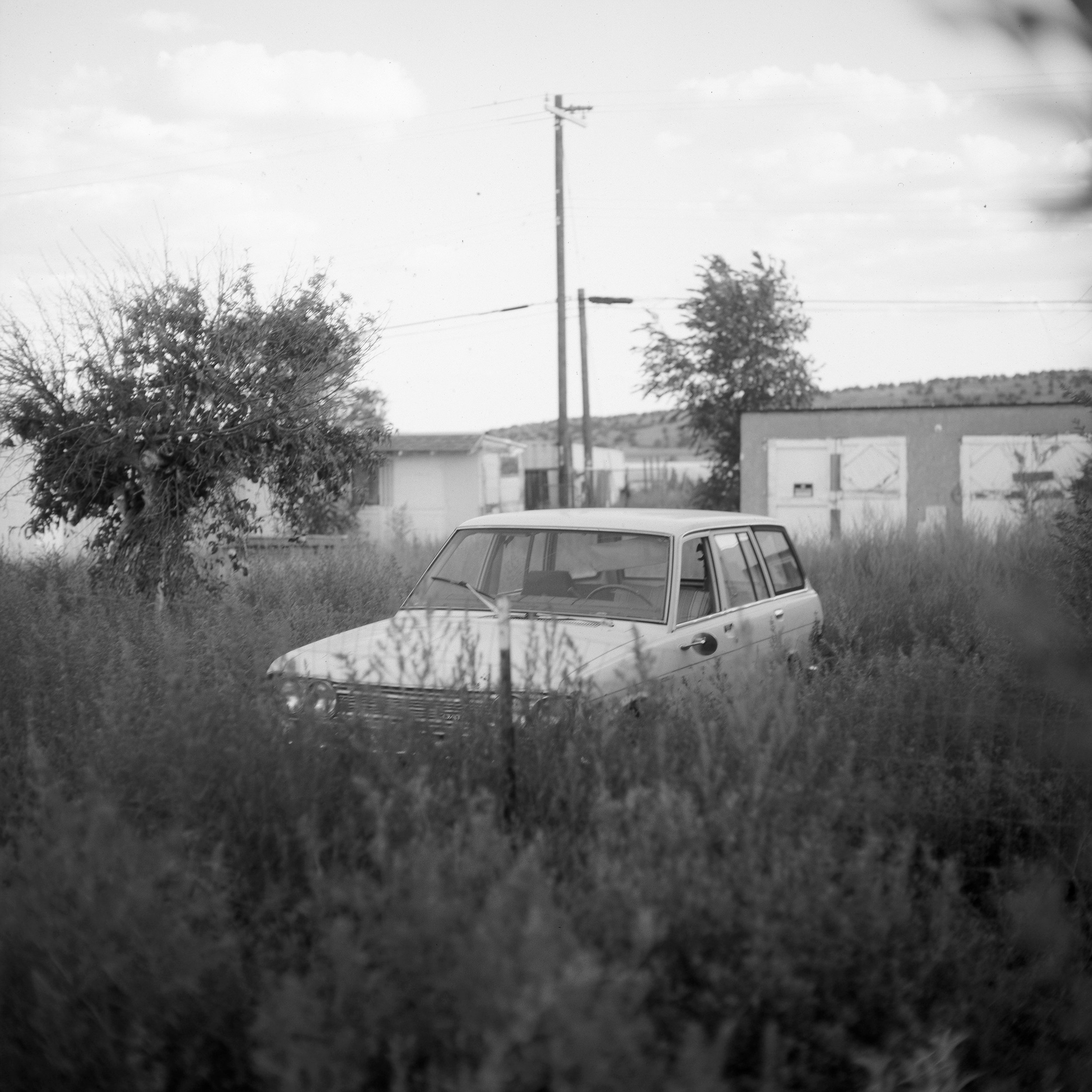 The old Datsun, Seligman, AZ, 2017 - 120 Delta 100 (6x6)