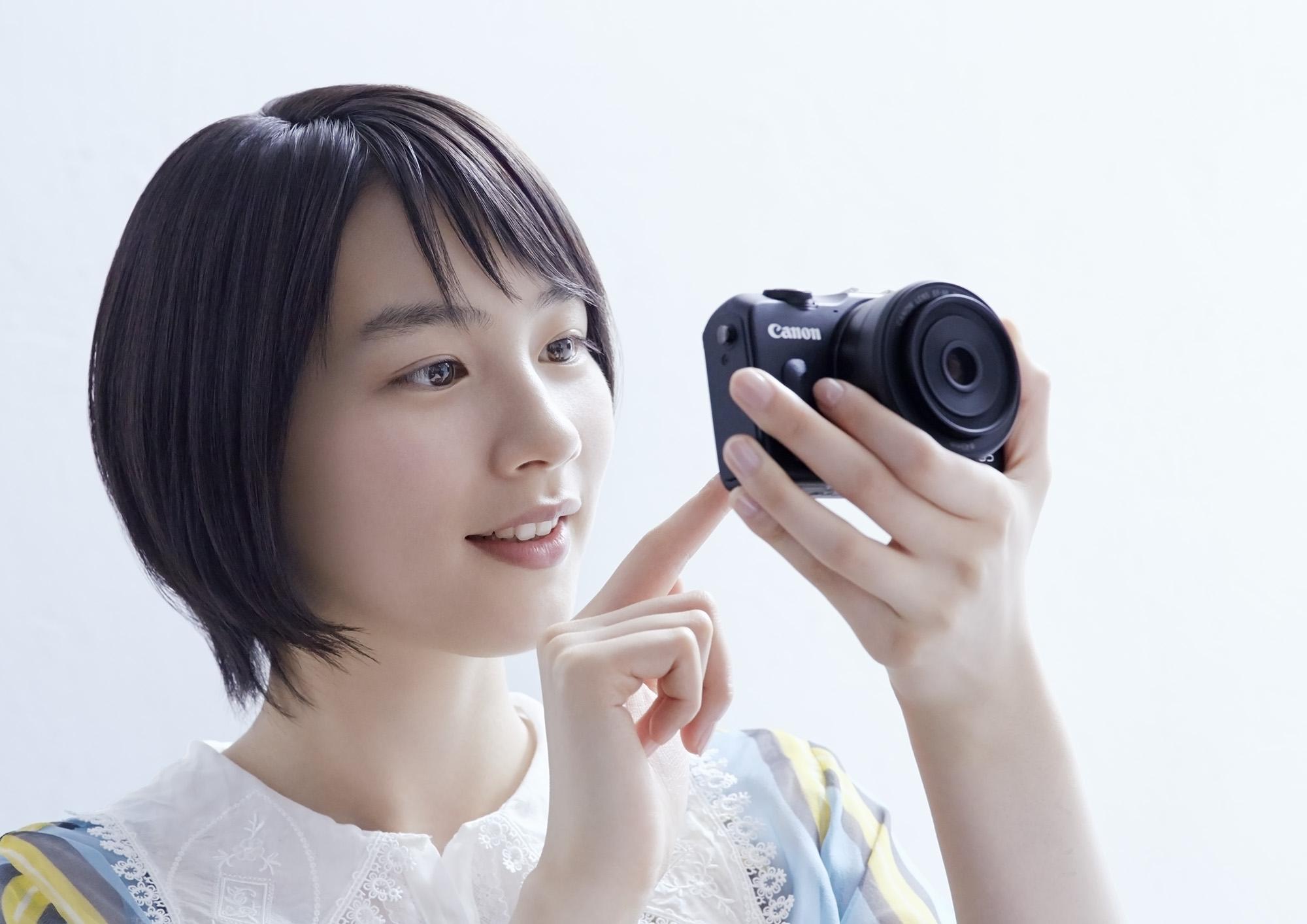 Canon_M2_能年_02_2000px_72dpi.jpg