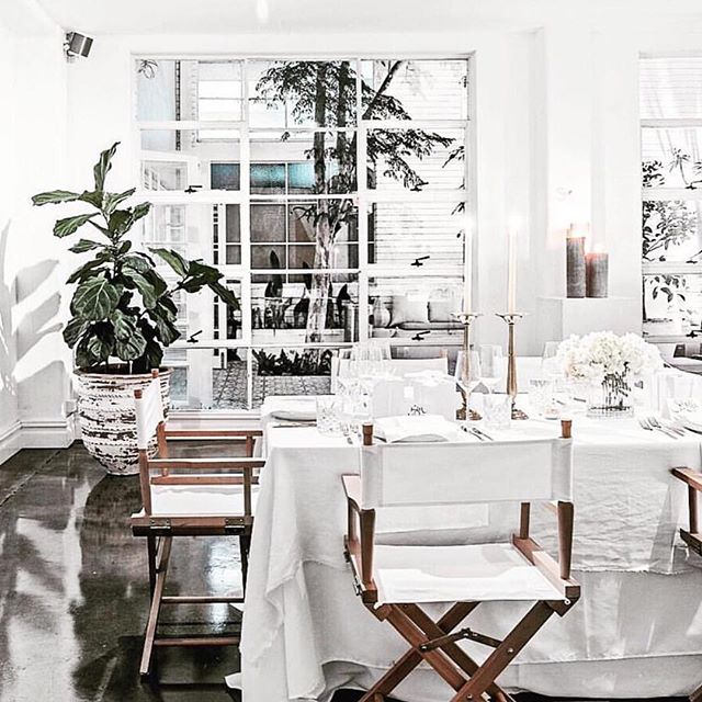 Love this beautiful all white table setting from @laporte_space, perfect inspiration for a morning of wedding planning #eventstylist #sydneybride #tablecentrepiece #sydneywedding #sydneyweddingstylist