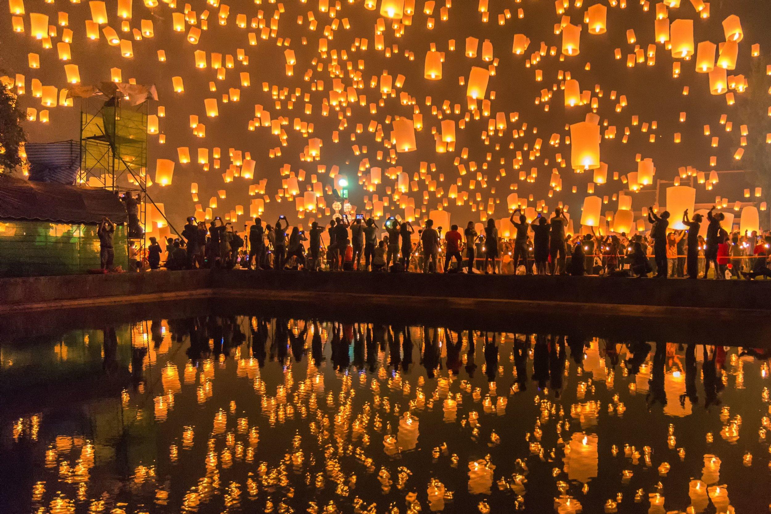 loi-krathong-fall-in-thailand-57ba337b5f9b58cdfd1c227d.jpg