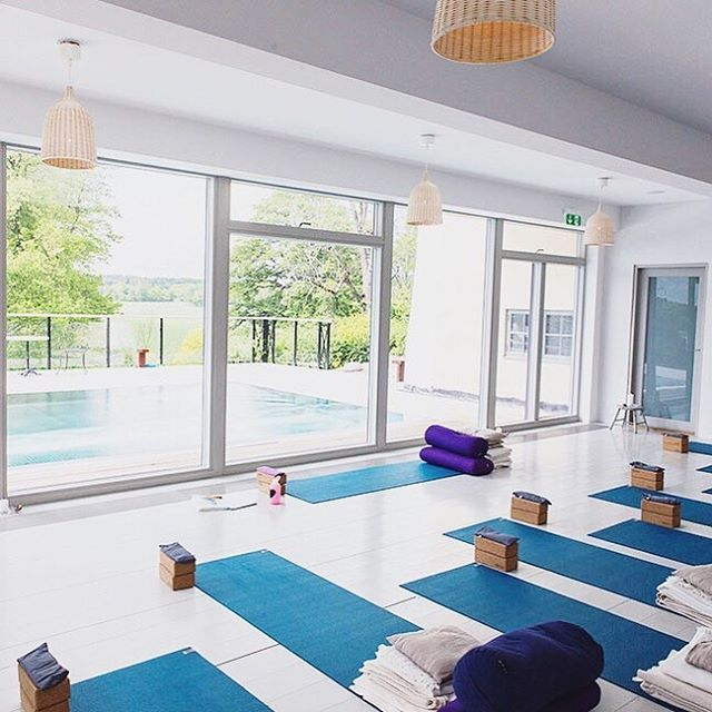 Do you want a fresh start for a calmer life?💫 ⠀⠀⠀⠀⠀⠀⠀⠀⠀ Join me on Yogitreat 22-24 March for a calm weekend with yoga, meditation, presence and delicious food. ⠀⠀⠀⠀⠀⠀⠀⠀⠀ Only 2 spots left! Book yours now 😘 (link in bio or DM me)