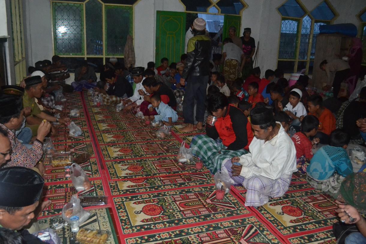 Breakfasting on Ramadan season
