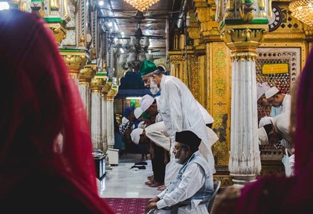 Men kneel for prayers at Nizamuddin Dargah, a mausoleum built for a prominent Sufi saint Khwaja Nizamuddin Auliya. Hundreds of pilgrims visit this site of worship, daily. The Dargah is also famous for Qawwali, a type of religious music session. And the bylanes of the Dargah feature some of the BEST kebabs known to humans. Biggest thanks to @sagaric for helping me love my homeland! • • • • #nizamuddinauliya #delhi #indiacalling #travelphotography #nizamuddindargah #mausoleum #pilgrimage #incredibleindia #natgeoindia