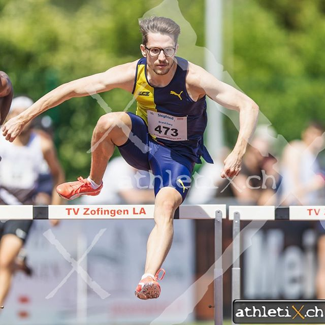 Awesome competition yesterday in Zofingen. 35.76s (300mH) and 21.21s (200m). I'm very happy with these results, especially running only 11 hundredths off my PB over 200m.  Regarding the further planning I decided not to start in Basel on Monday tomorrow and therefore am putting my focus on the upcoming 400mH race in Geneva next weekend. Looking forward to running the full distance again and putting the experience of the 300m hurdles races to use. . 📷: @athletix_ch . . #season #2019 #swiss #athletics #switzerland #run #race #competition #running #fast #win #first #gold #bronze #400mhurdles #200 #300 #hurdles #trackandfield #swiss #athletics #love #sport #sports #fun #lczürich #swissathletics #puma #foreverfaster