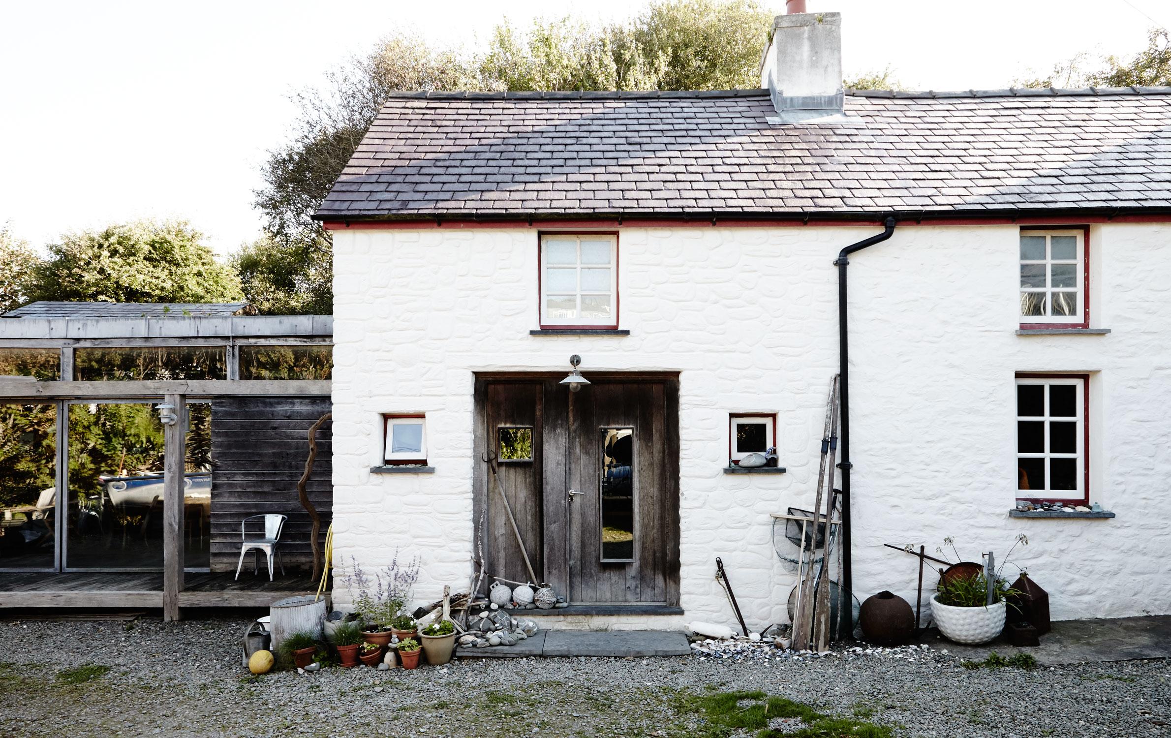 Welsh_coastal_house.jpg