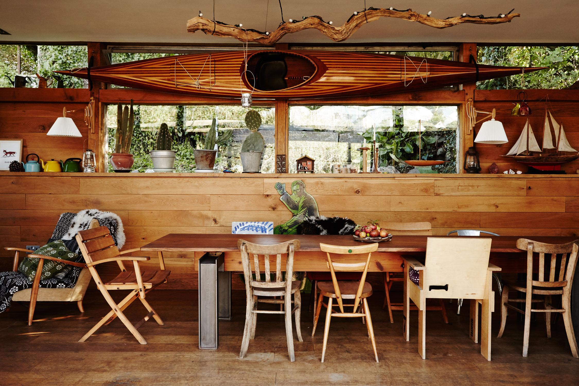 wood_rustic_dining_room.jpg