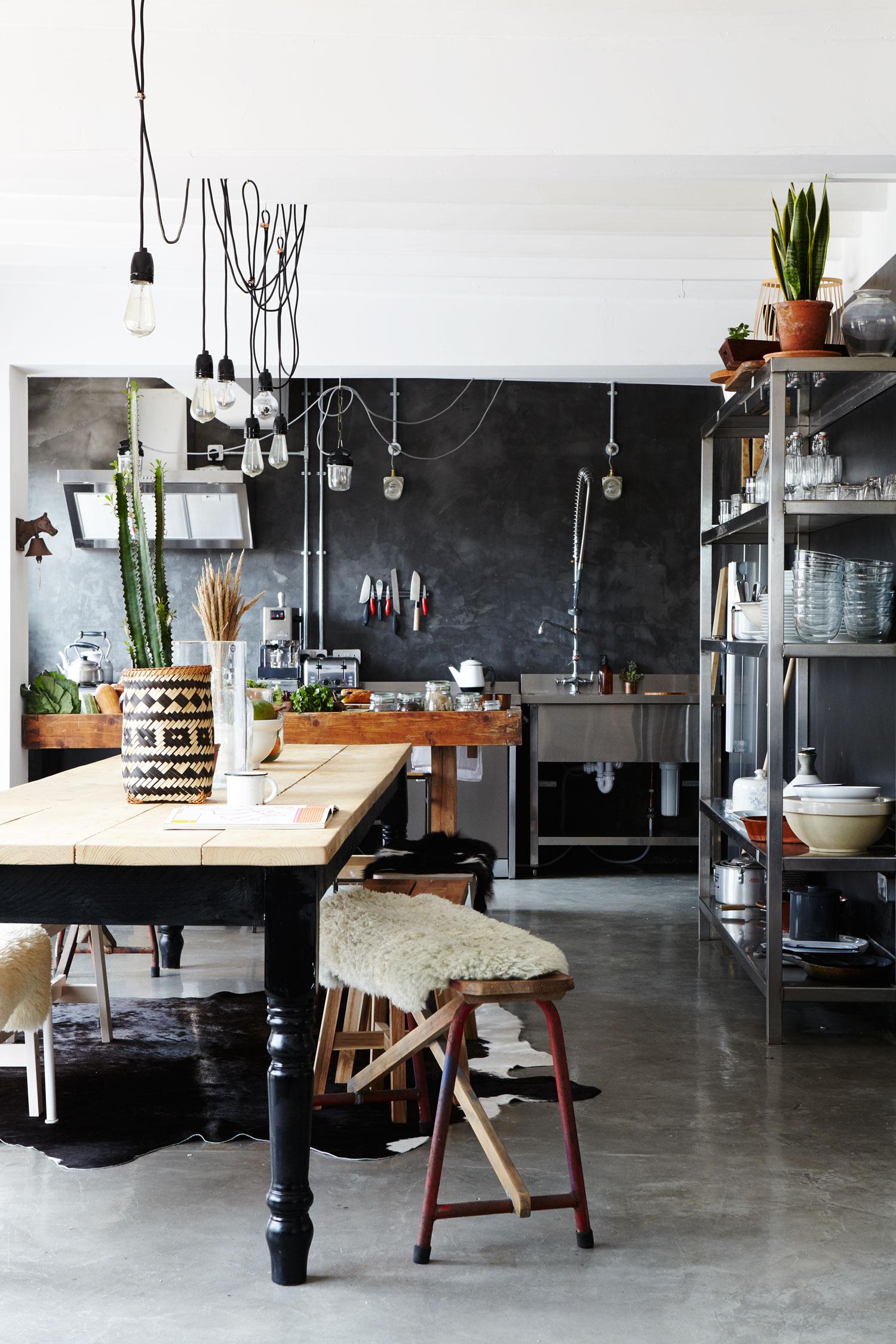modern_rustic_dining_room_beach_house.jpg