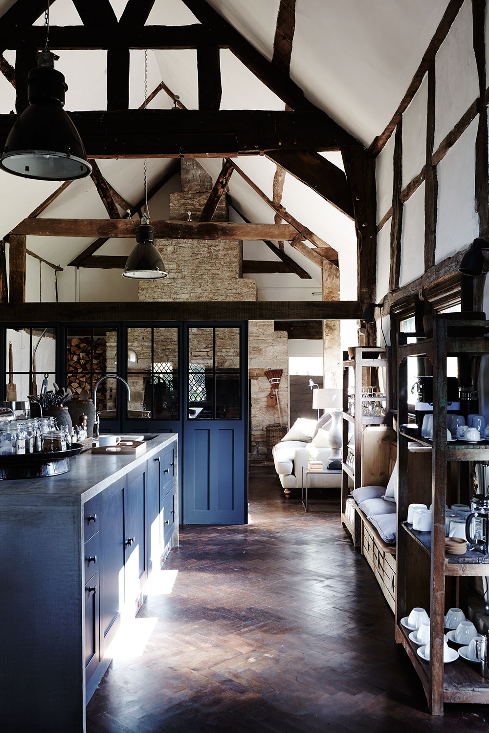 Tudor_rustic_kitchen.jpg
