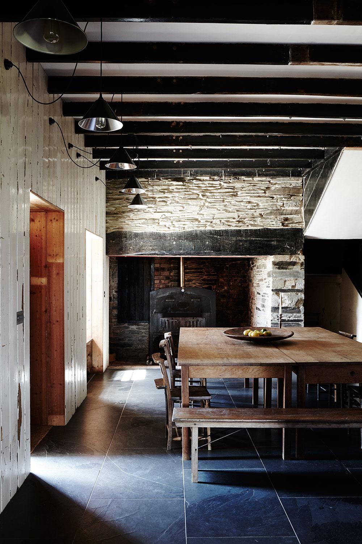 Rustic_dining_welsh_farmhouse.jpg