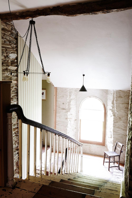 Rustic_Welsh_farmhouse_stairway_stone.jpg