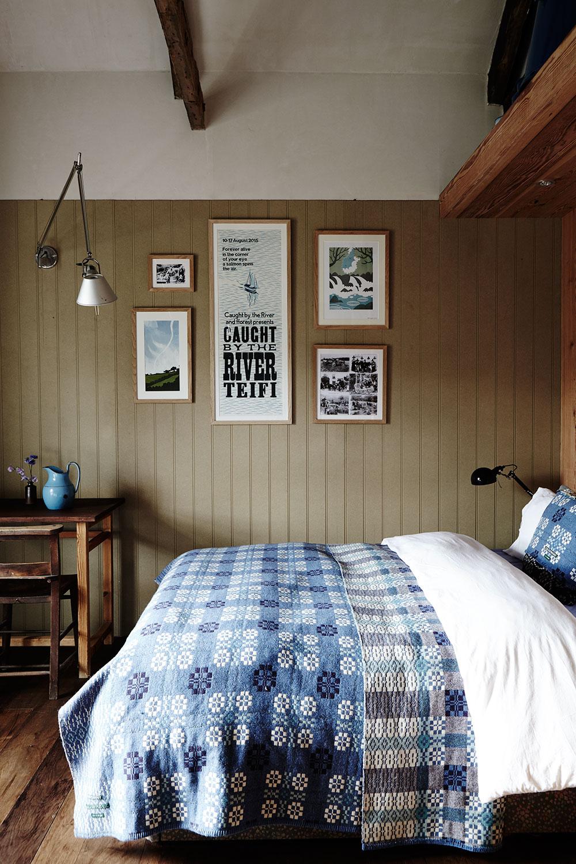 Welsh_farmhouse_bedroom_blue.jpg