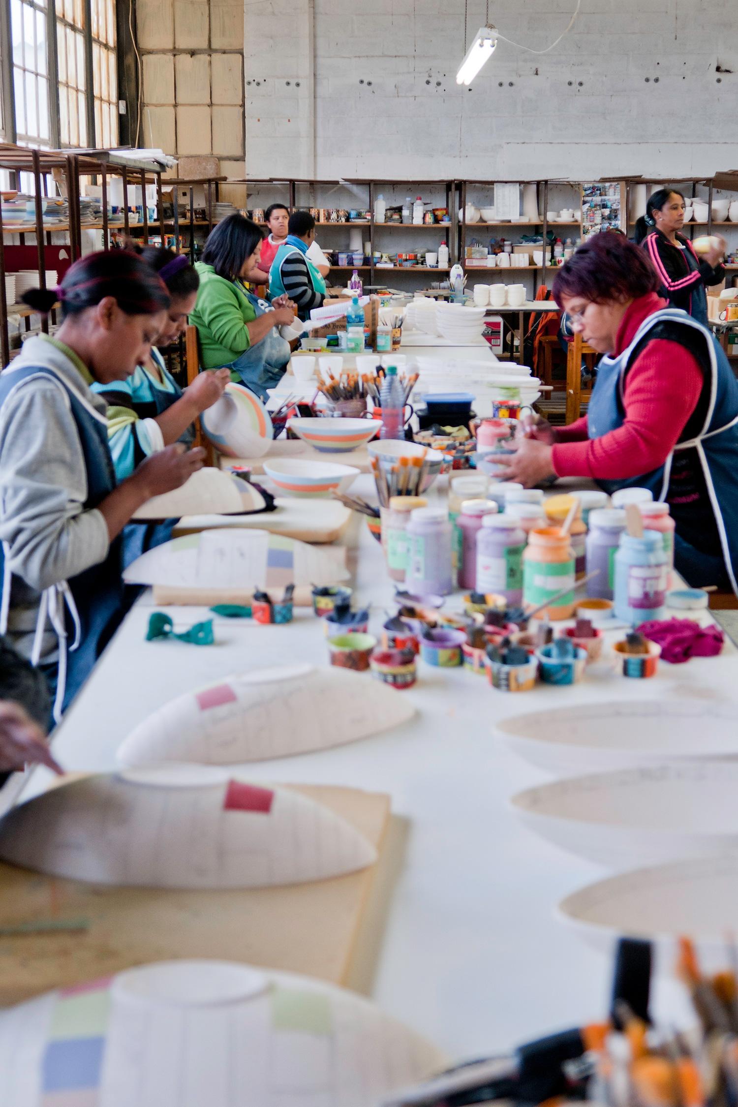 kapula-handmade-hand-painted-ceramics-women-team-table.jpg