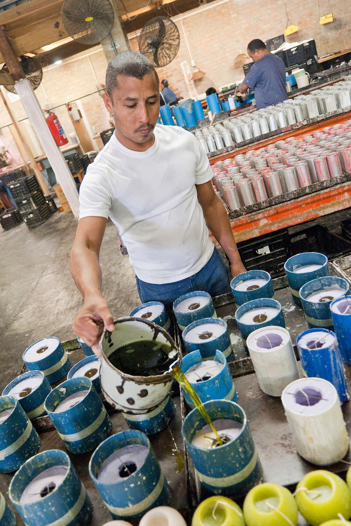 kapula-hand-poured-candles-process-manufacturer.jpg