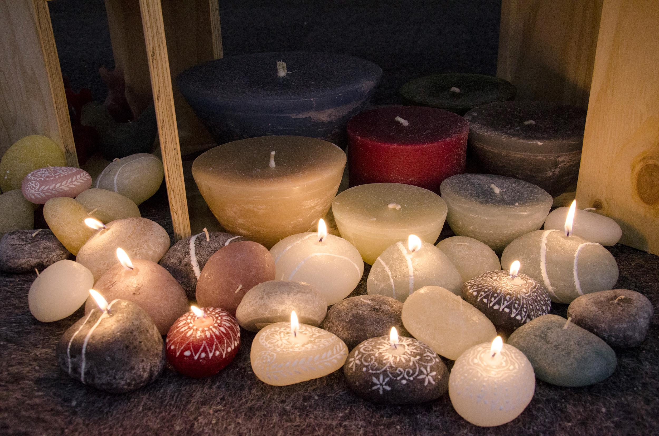 kapula-handmade-figurine-candles-pebbles-hand-painted.jpg