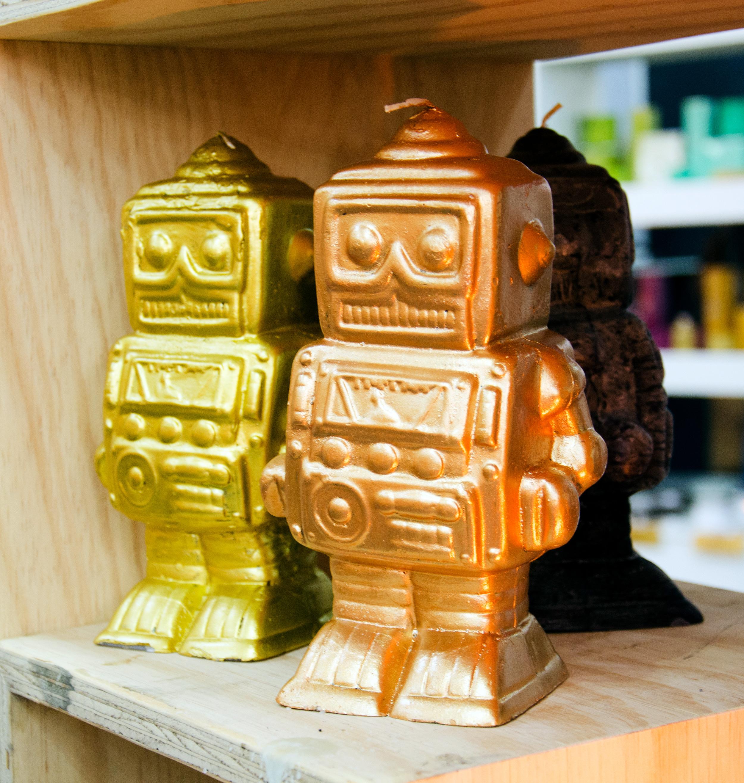 kapula-handmade-figurine-candles-robot.jpg