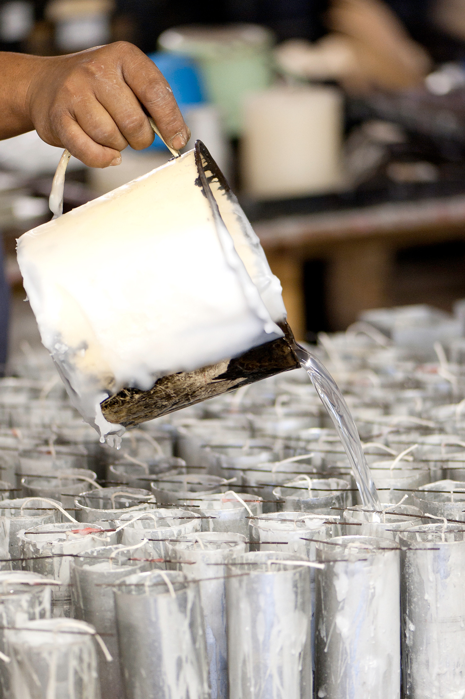 kapula-handmade-premium-fragranced-candles-wax-pouring-manufacturer.jpg
