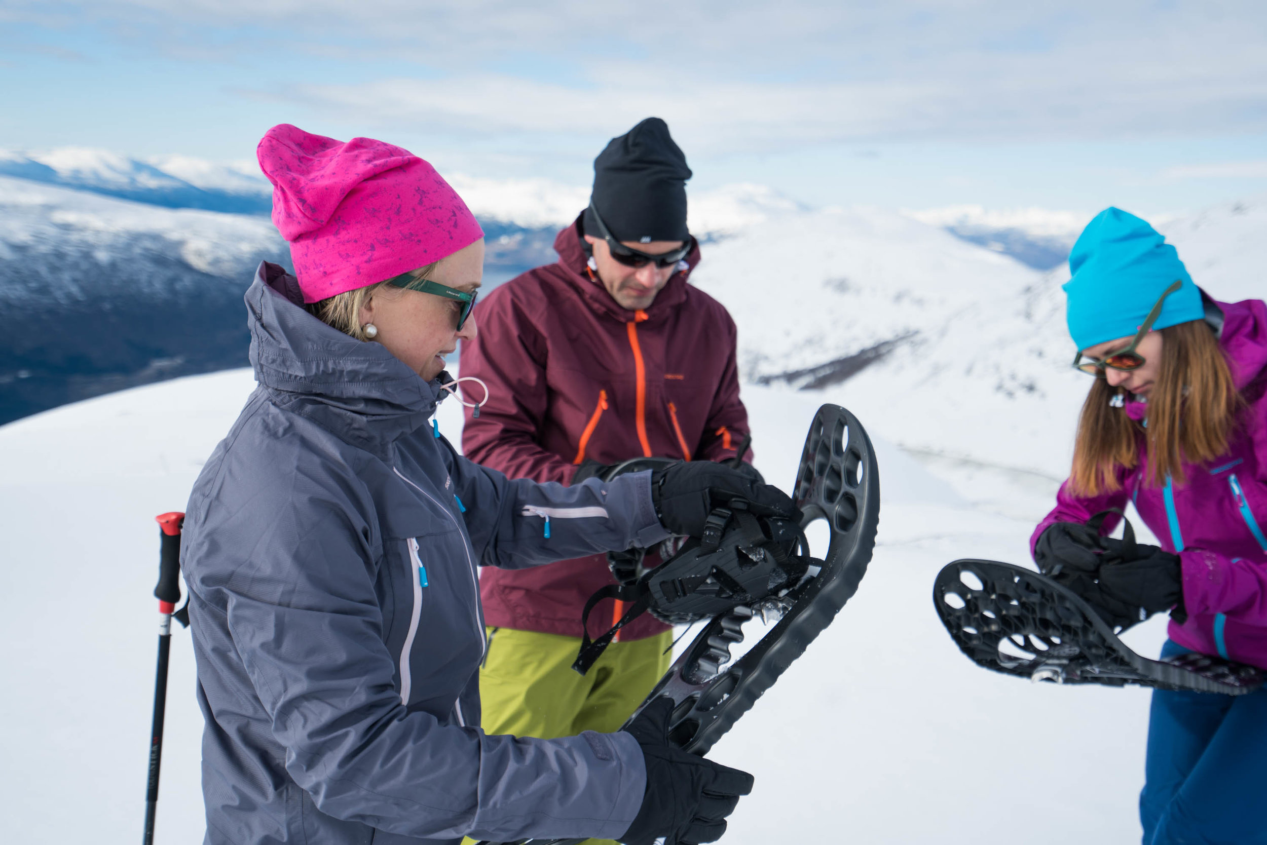 Guided snowshoeing - Explore the mountains on snowshoes - it's both easy and fun!