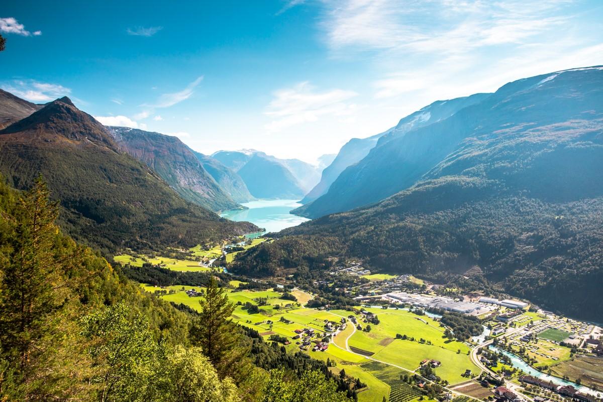 Utsikt mot Lodalen frå Via Ferrata Loen. Foto: Lovestorm Photography