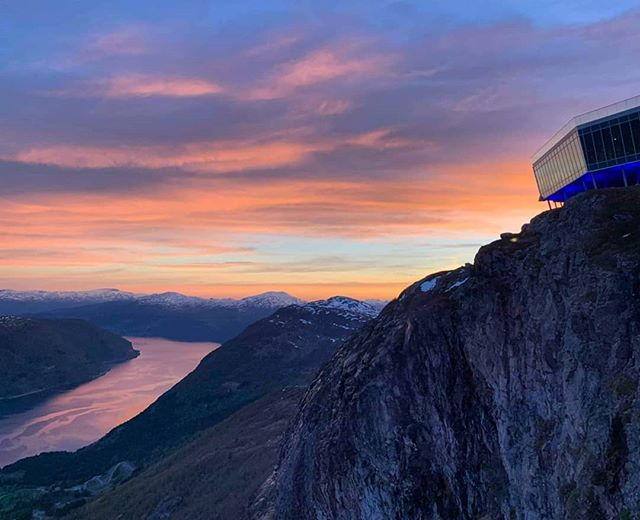 Pure magic ❤ A perfect ending to a perfect day 🇧🇻 #17mai #norwaysconstitutionday #visitnorway #Fjordnorway #sunset #Loen