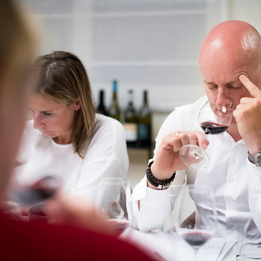 Unieke degustaties - Degusteer met een door jou samengestelde groep en leer bij over het geheim achter een wijn zijn geuren of smaken.