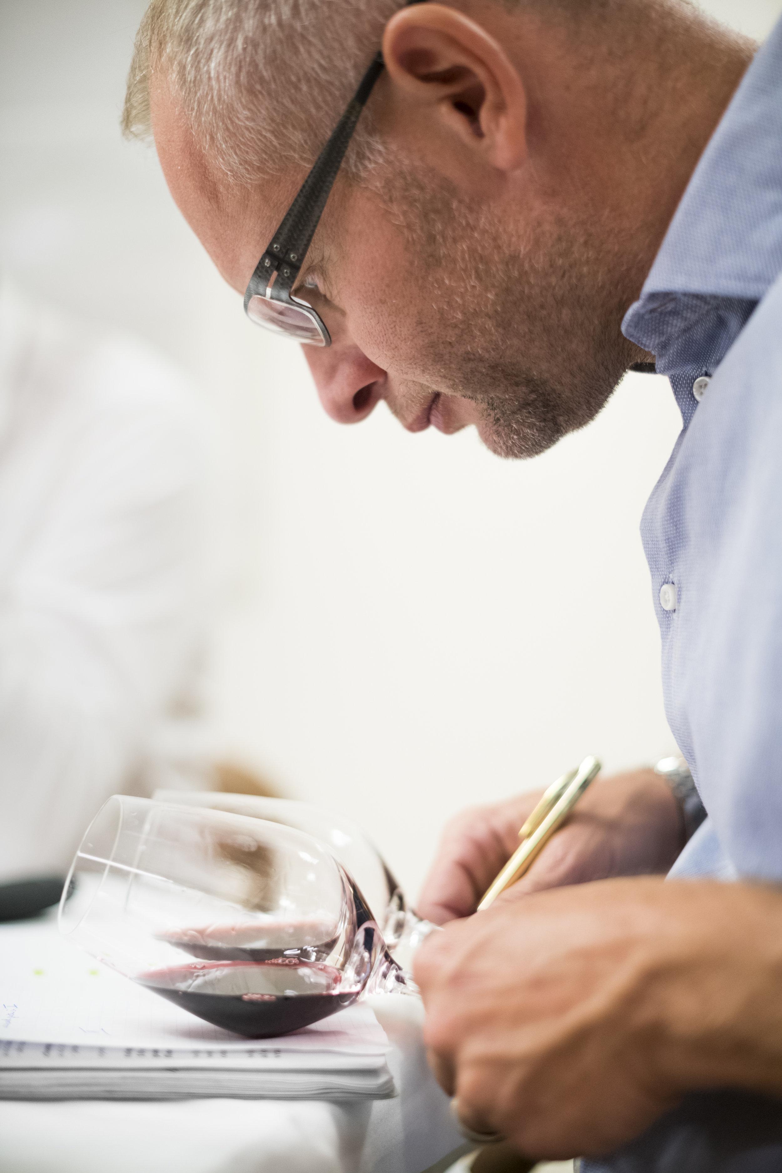 """"""" - Als sommelier kon hij zich dagelijks 100 % concentreren op het selecteren, proeven en schenken van wijnen."""