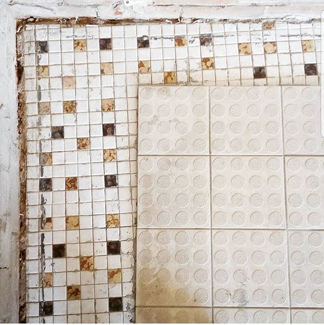 What lies beneath. 🛠🛠🛠 #flashbackfriday #retro #renovation . . . . #kitchenlife #handmade #supportlocal #summer #artisan #foodporn #seasonal #smallbusiness #CBR #canberraweddings #canberralife #canberraevents #canberra #wedding