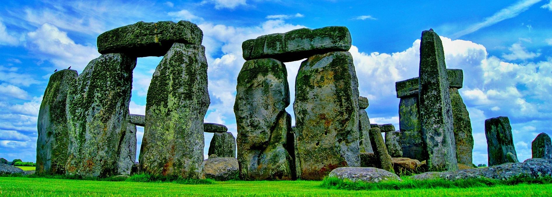 stonehenge-101801_1920.jpg