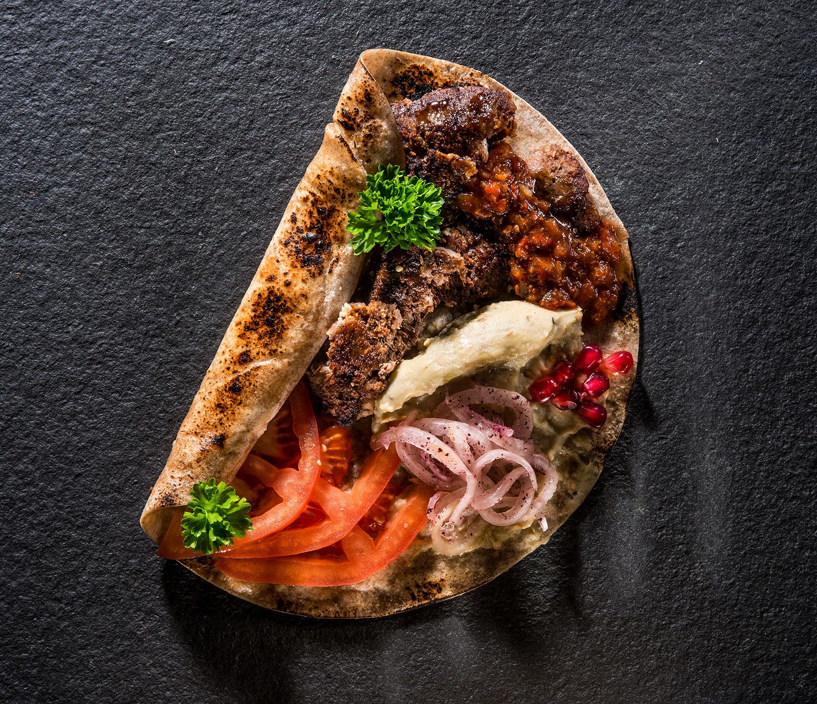 Kebab de vită cu sos de vinete și rodii
