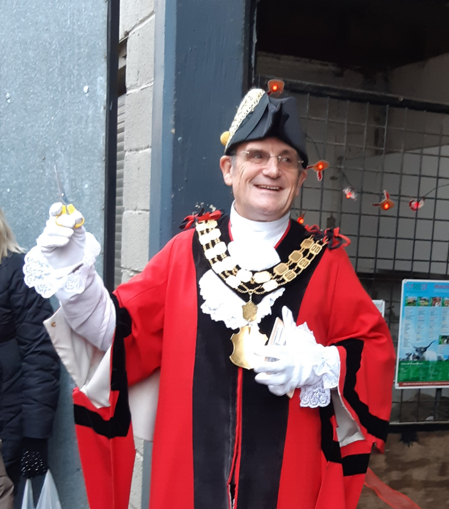 The Mayor Councillor David Poyser welcoming everyone ready for ribbon duty.