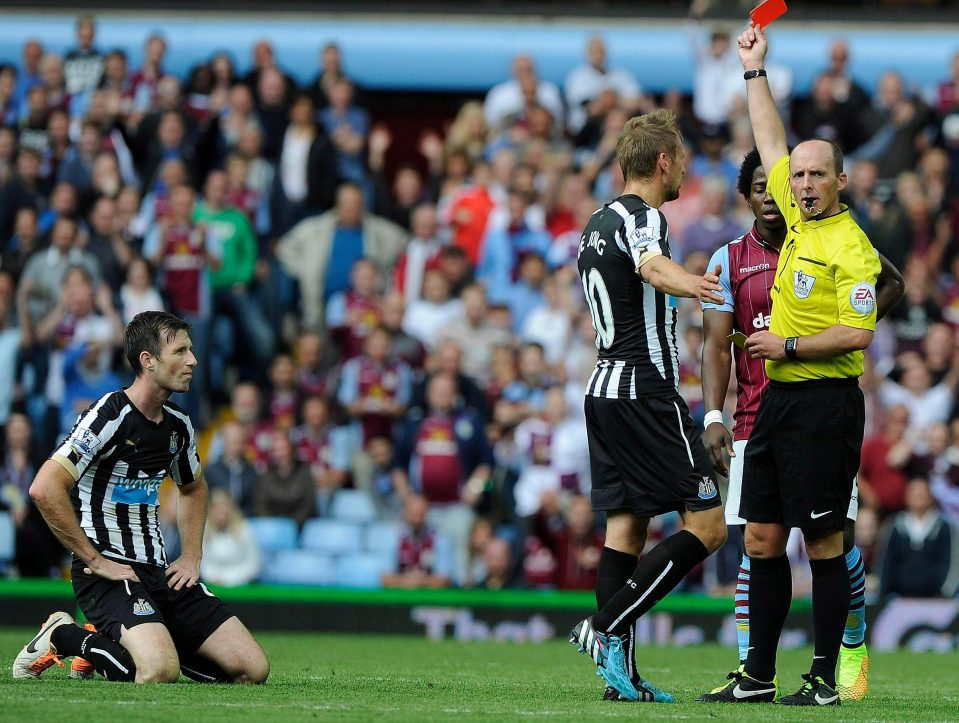 Mike Williamson (Newcastle) is one of 5 players to receive 2 red cards from Mike Dean