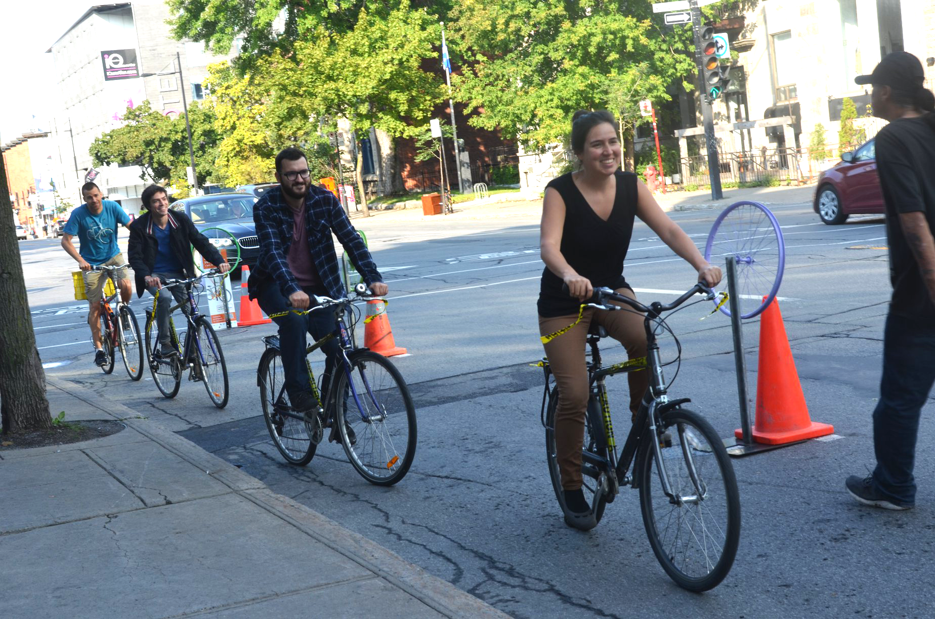 Bicycle users make use of the temporary protected lane on Sherbrooke Street. (Coalition Vélo Montréal)