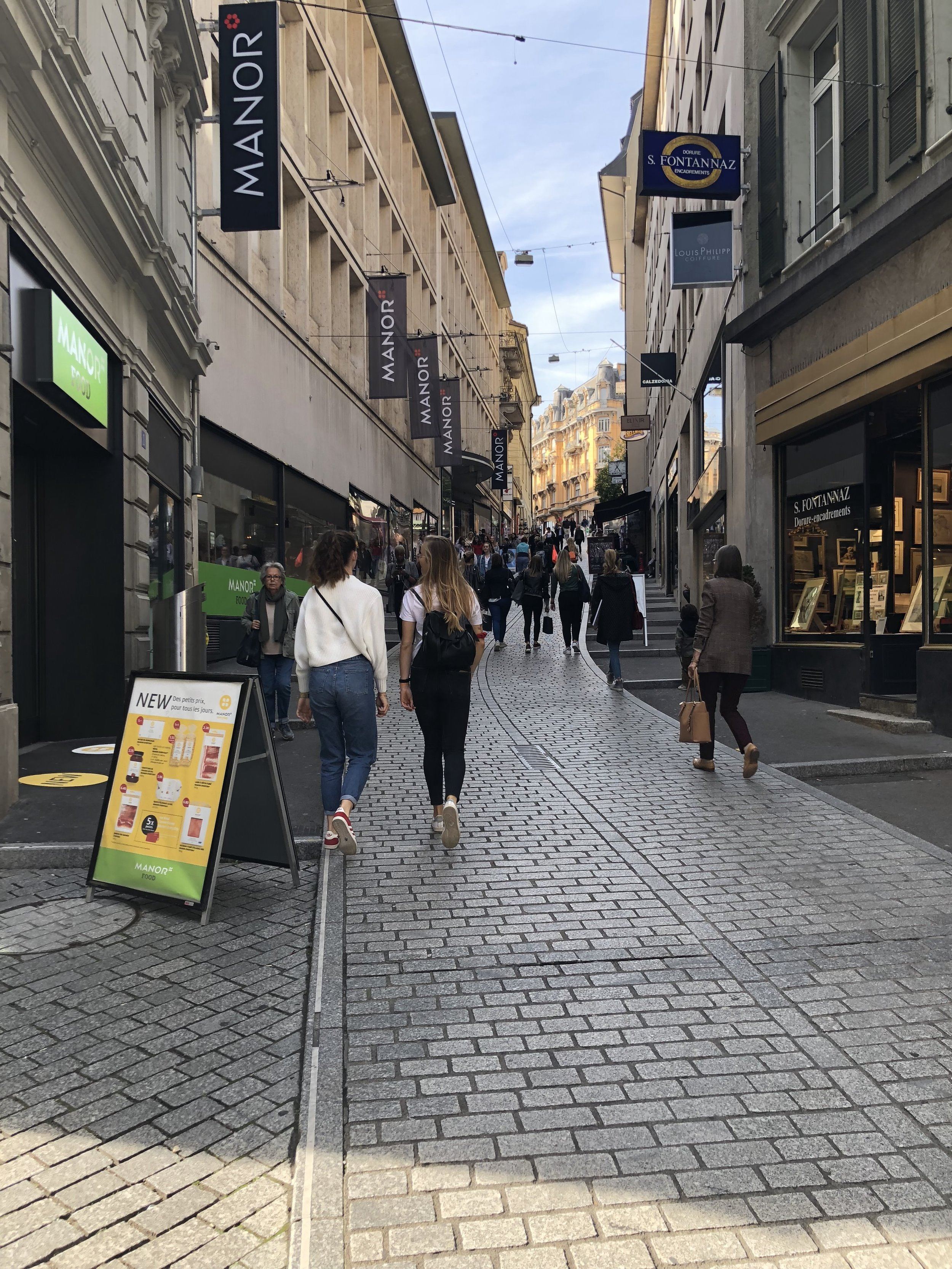A pedestrian zone in Lausanne, showing the average slope one has to face when biking or walking around the city. Stairs on both sides facilitate travel up and down.