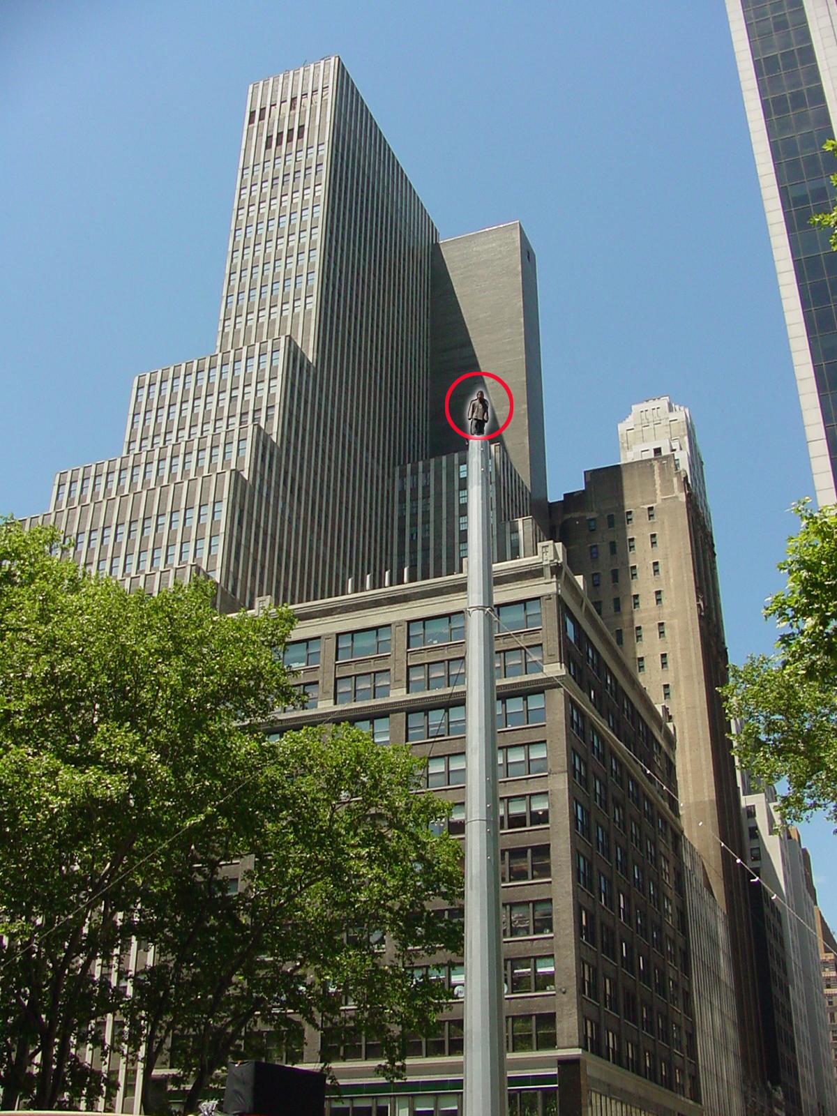 David Blaine - Vertigo, Bryant Park, NYC.   Photo by Getch, May 22, 2002