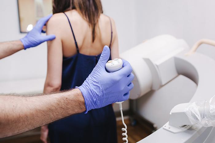 Tránsito EGD - El tránsito esófagogastroduodenal es una radiografía que proporciona imágenes del tracto digestivo en movimiento, ayudando a detectar lesiones.Mas información >