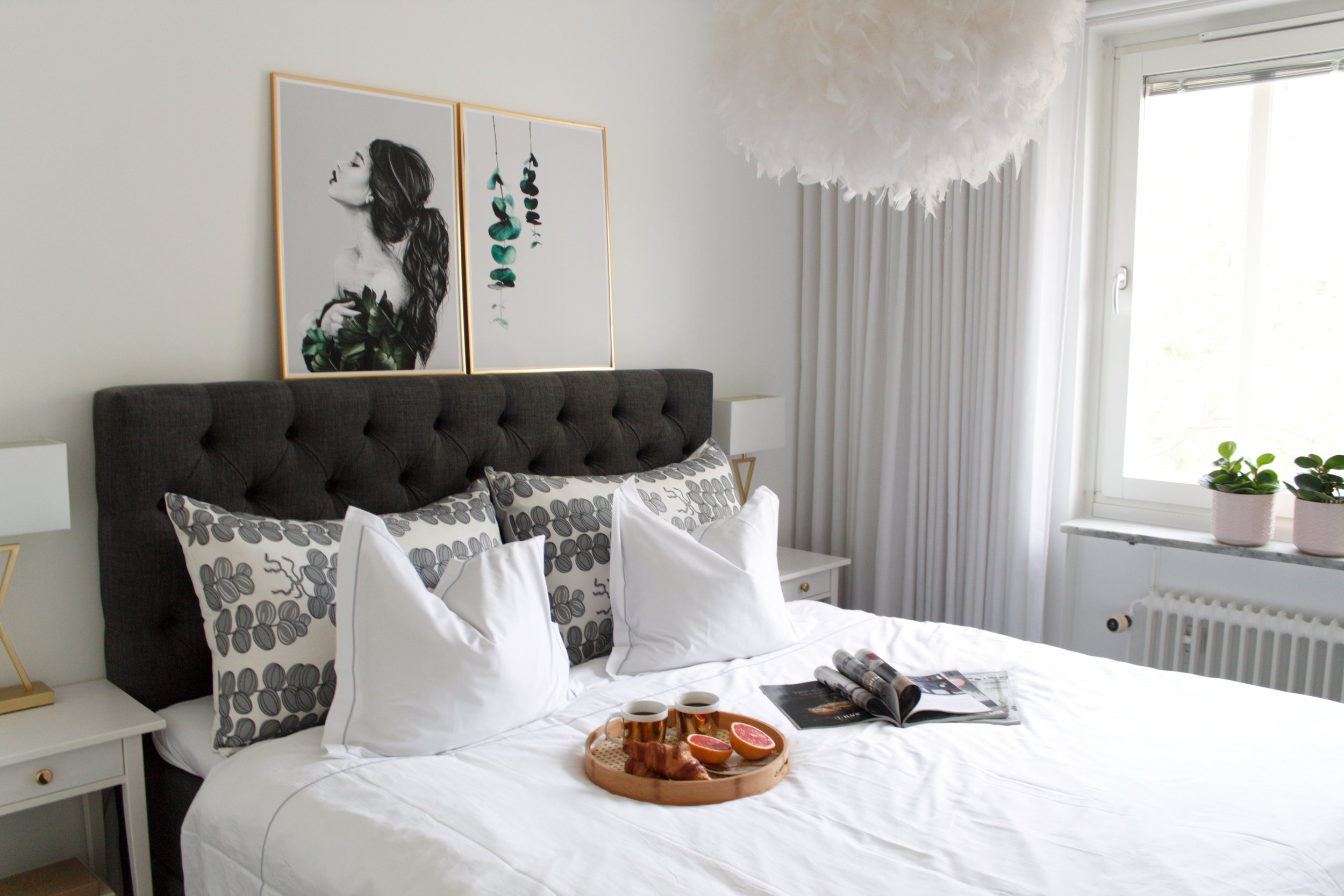 Ida is matching the headboard with My Luxury Linen's  Signature pillowcases in Grey.