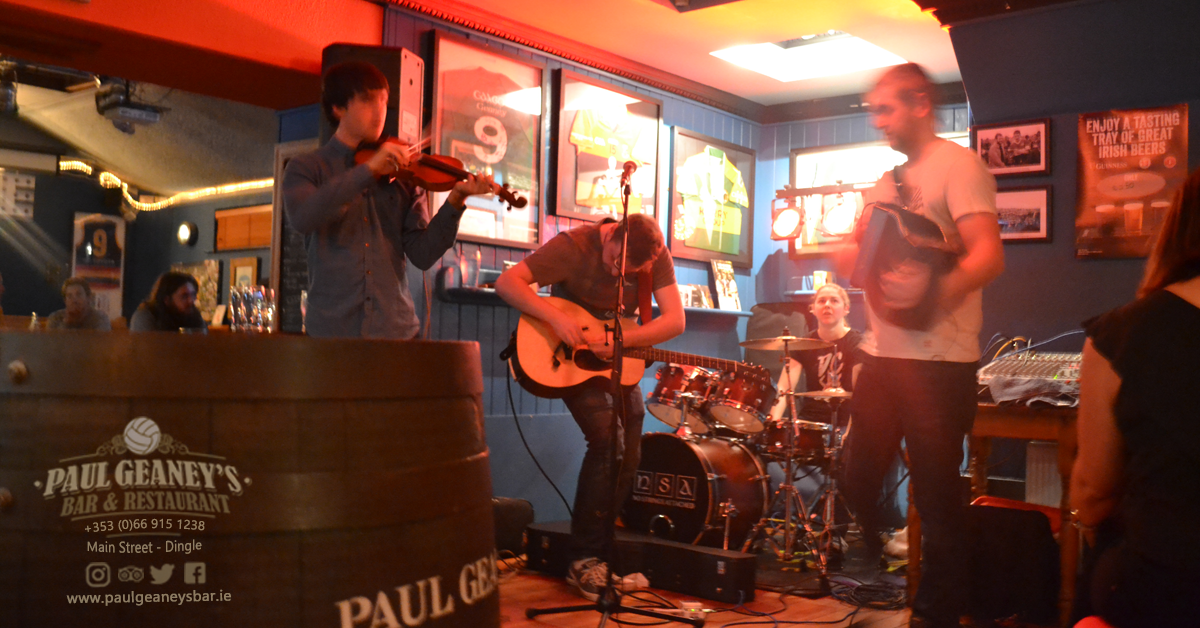 4-no-strings-attached-paul-geaneys-bar-dingle.png