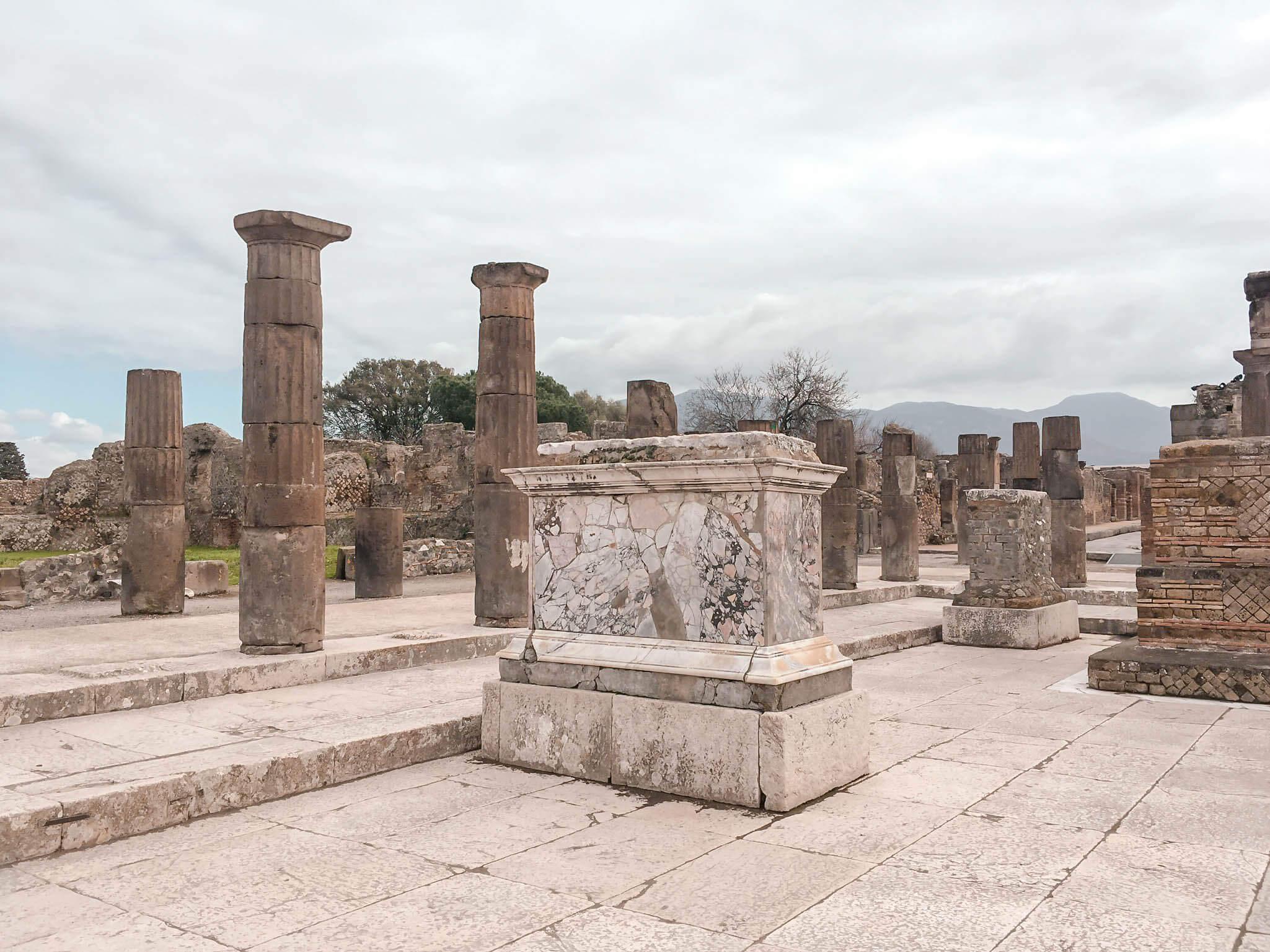 Guide to Pompeii Kate Rebel