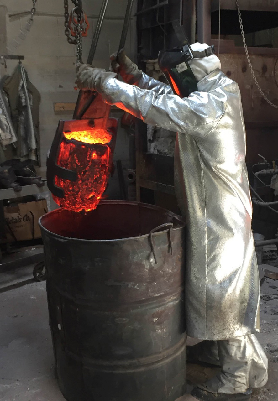Pouring the bronze for the Patientia sculpture