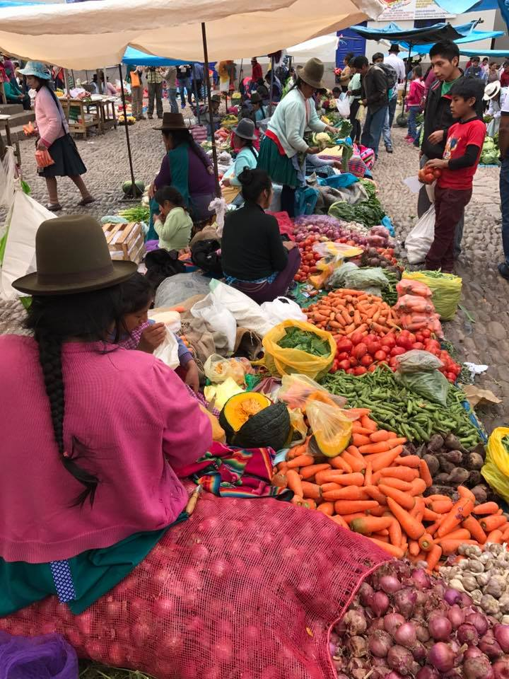 mercado en Pisac.jpg